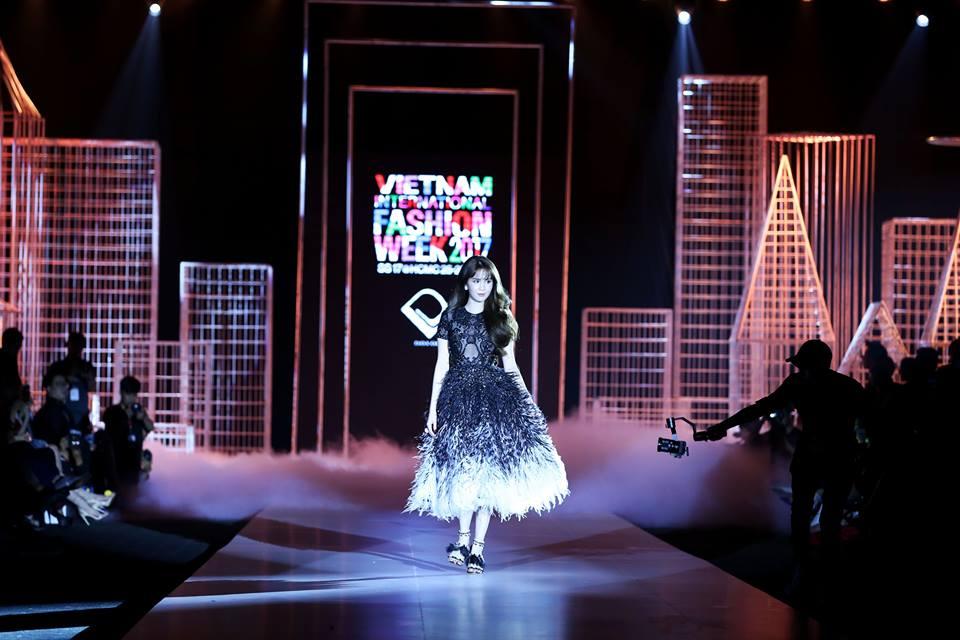 17 khoảnh khắc ấn tượng tại Viet Nam International Fashion Week 2017