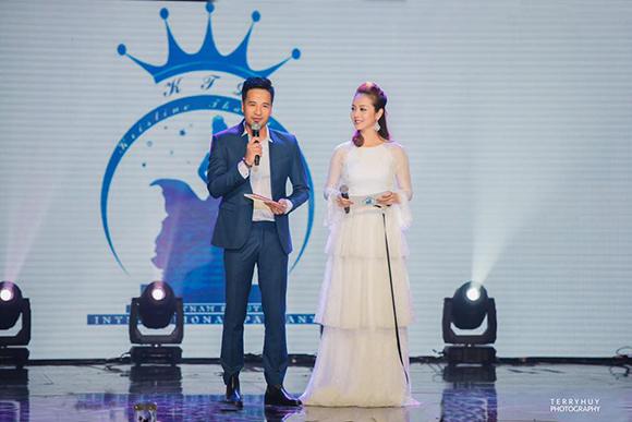 Đoàn Thanh Tài và Hoa hậu Jenifer Phạm tung hứng rất ăn ý khiến khán giả hải ngoại vô cùng yêu thích