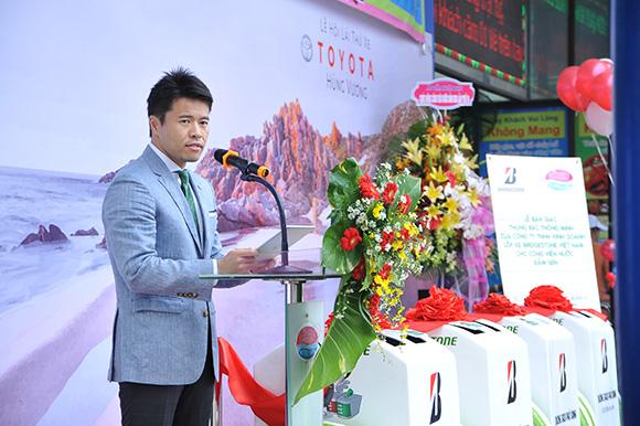 Bridgestone Việt Nam phối hợp cùng Toyota Hùng Vương tặng thùng rác thông minh cho Công Viên Nước Đầm Sen