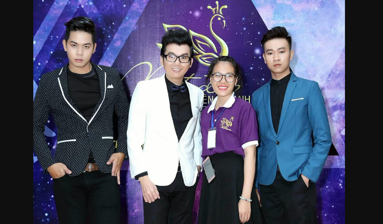 Top Model Nguyễn Lợi, Á Vương Ký Quốc Đạt và Người Mẫu IL model Trường Hữu được giới trẻ bủa vậy chụp hình lưu niệm