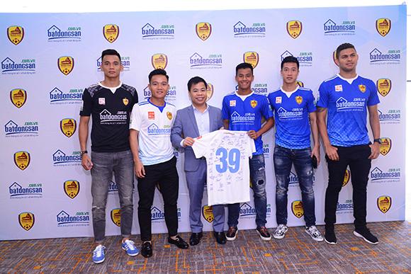 Batdongsan.com.vn - Nhà tài trợ chính thức của CLB bóng đá Quảng Nam tại V-League 2018