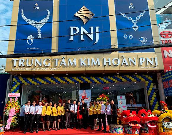 PNJ tưng bừng khai trương TTKH tại 462 Nguyễn Thị Thập
