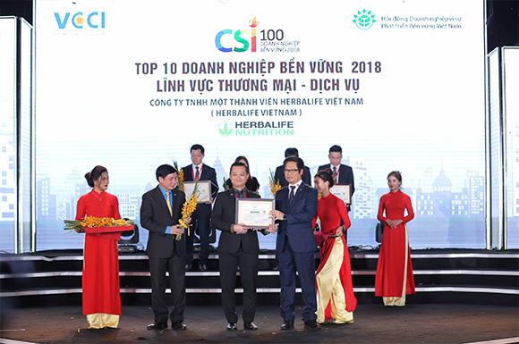 """Herbalife được vinh danh 'Top 100 doanh nghiệp bền vững Việt Nam 2018' và 'Top 10 doanh nghiệp bền vững lĩnh vực dịch vụ thương mại"""""""