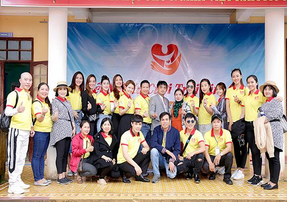 """Nghệ sĩ Việt đến Quảng Ngãi """"kết nối nụ cười trái tim lần thứ 8."""