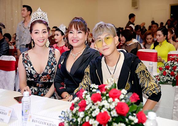 CEO Hồ Thanh Hương đọ dáng cùng Á hậu quý bà thế giới Hoàng Thị Yến