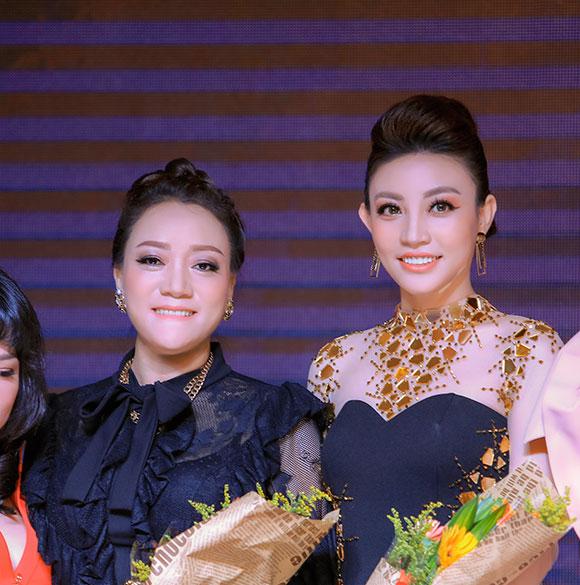 Nổi bần bật giữa sự kiện, NTK Oanh Phan cực chất với phong cách doanh nhân