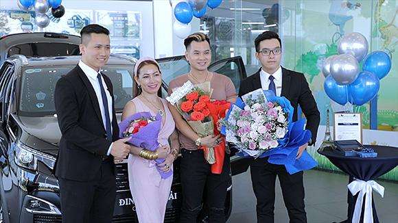 Tân Hoa hậu doanh nhân quyền năng thế giới tặng xe tiền tỉ cho bạn trai
