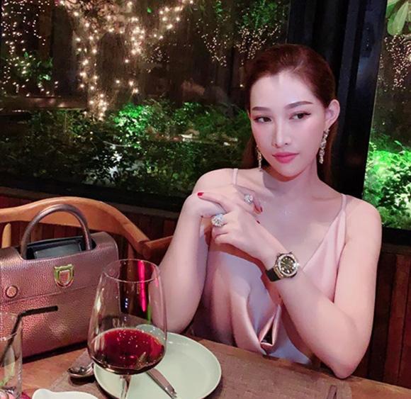 """Vẻ đẹp """"mộc"""" của Tân hoa hậu Người Việt thế giới khiến phái đẹp thầm ao ước"""