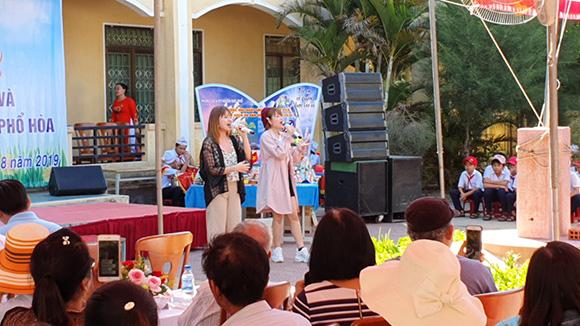 Nhóm nhạc Gemini và Ca sĩ Triều Linh tiếp tục phát triển văn hóa đọc tại xứ Quảng.