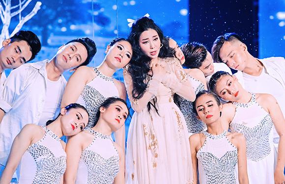 Hoa hậu Băng Khuê khoe giọng đầy nội lực với Mộng Sầu của Trầm Tử Thiêng