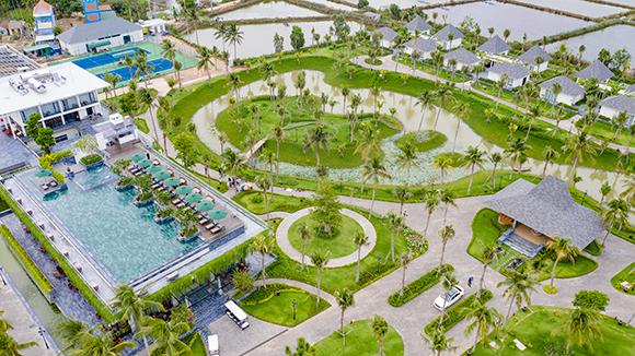 Resort chi 4 tỉ thuê Hoa hậu Phan Thị Mơ và diễn viên Đoàn Minh Tài làm đại sứ sang trọng cỡ nào?