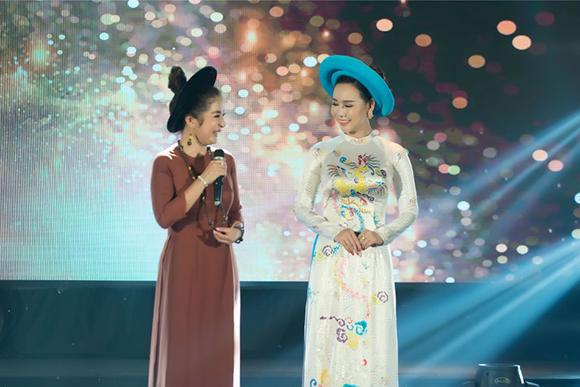 Danh hài Thúy Nga đeo vòng trầm, Đại sứ Trương An Xinh diện áo dài Việt Hùng trong buổi đấu giá từ thiện