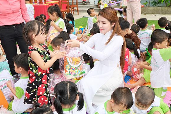 Hoa hậu Mai Ngọc Hiệp thực hiện sứ mệnh đẹp vì cộng đồng.