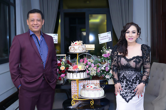 Hoa hậu Lee Lee Nguyễn được trai đẹp bủa vây trong tiệc sinh nhật.