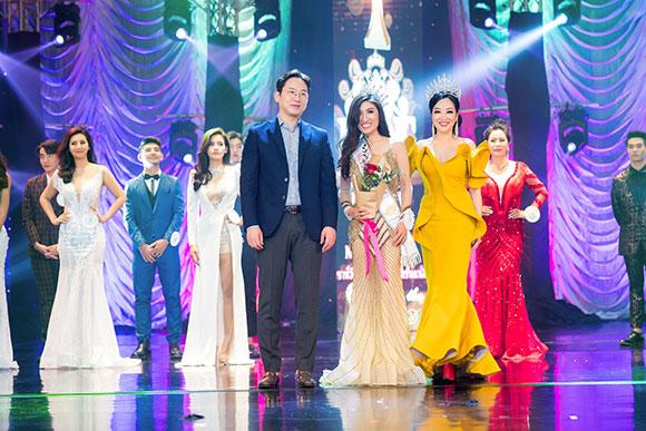 CEO Trung tâm làm đẹp Trẻ, Khỏe, Đẹp thả dáng đài cát trên sân khấu Hoa hậu thế giới người Việt tại Thái Lan