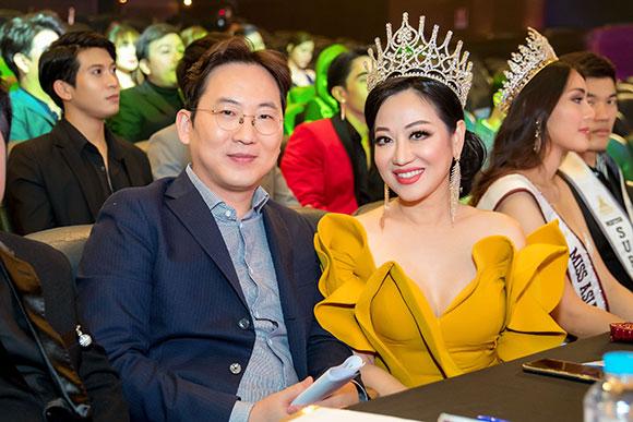 Hoa hậu thế giới người Việt lần thứ 19 vinh dự mời Bac sĩ Gu Yongsu  ngồi ghế nóng giám khảo.
