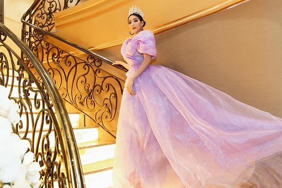 Á quân Bolero diện dạ hội như nữ hoàng trong buổi ra mắt Hoa hậu doanh nhân Hoàn cầu