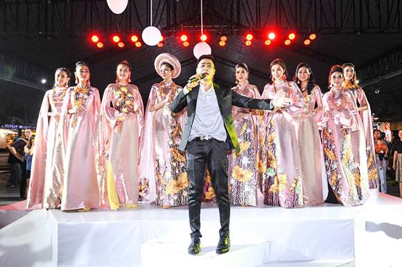 Ngất ngây với dàn mẫu danh tiếng Việt trên sân khấu thời trang Lễ hội TP.HCM - Phát triển và Hội nhập