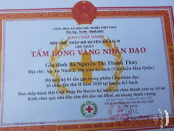 Hoa hậu Nguyễn Thị Thanh Thúy được trao bằng khen Tấm lòng Vàng.