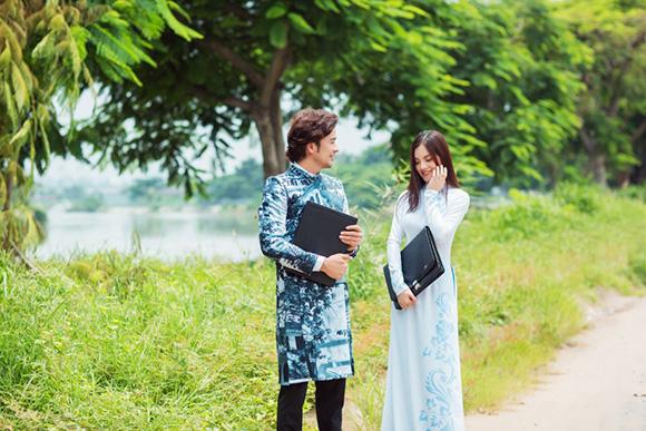 NTK Việt Hùng làm BST Áo dài kết tinh giá trị thiêng liêng của mái trường trăm tuổi