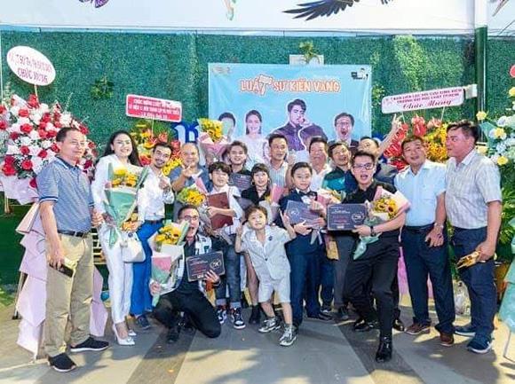 Ca sĩ Trọng Khương cùng diễn viên trẻ Hoàng Công Đạt công bố dự án phim Luật sư Kiến Vàng