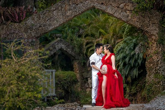 Bất ngờ với bộ ảnh bầu đẹp cuống hút của hoa hậu Trương Ngọc Quỳnh cùng ông xã